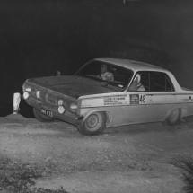 1966 SCR Reg Lunn, Geoff Thomas - VHDT Holden X2 Special