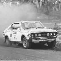 1976 SCR [Amaroo start] Raunno Aaltonen, Jeff Beaumont - Datsun 710SSS